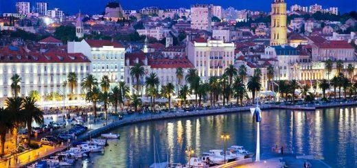 Die Stadt Split bei Nacht